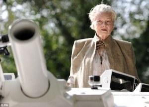 Vivienne Westwood sul carro armato per protesta