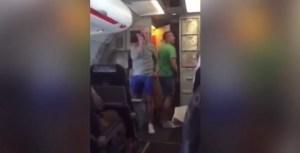 La proposta di matrimonio a bordo dell'aereo in volo