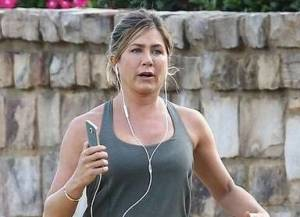 Jennifer Aniston ingrassata? Polemica contro foto Daily Mail