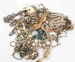 Gioielli, perle, diamanti: 10 consigli per pulirli