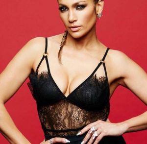 Jennifer Lopez, top in pizzo nero su Instagram FOTO