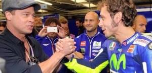 Brad Pitt: Valentino Rossi, stretta mano dopo il MotoGp2