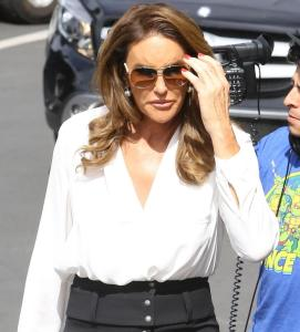 Caitlyn Jenner impeccabile: longuette e tacchi a Beverly Hills FOTO