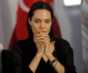 Angelina Jolie gelosa di Brad Pitt per colpa di Sienna Miller