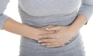 Dolori pre-mestruali forti? Attenzione alla pressione alta