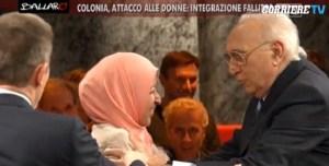 Pippo Baudo prova a baciare donna musulmana ma lei... VIDEO