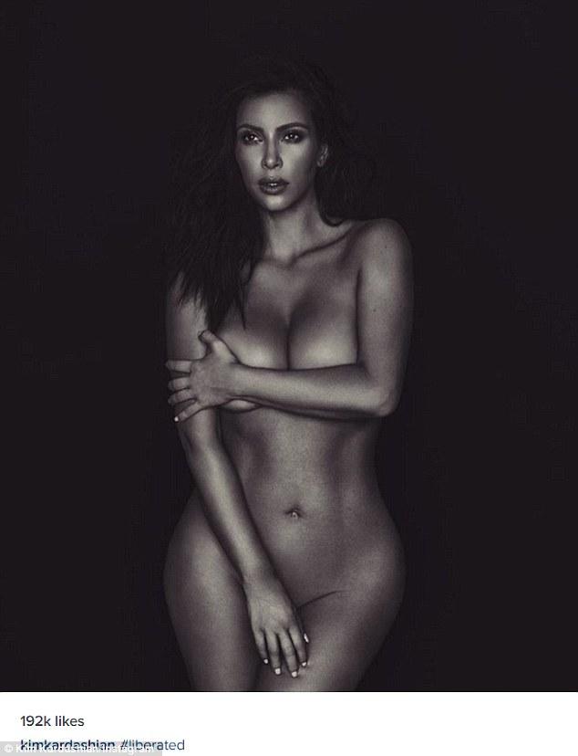 Kim Kardashian nuda davanti allo specchio su Instagram2
