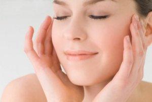 Make up e bellezza d'estate, tutti i consigli: olio, tonico...