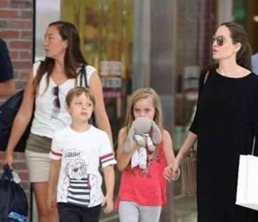 Angelina Jolie magrissima: il trucco per nascondere fisico FOTO