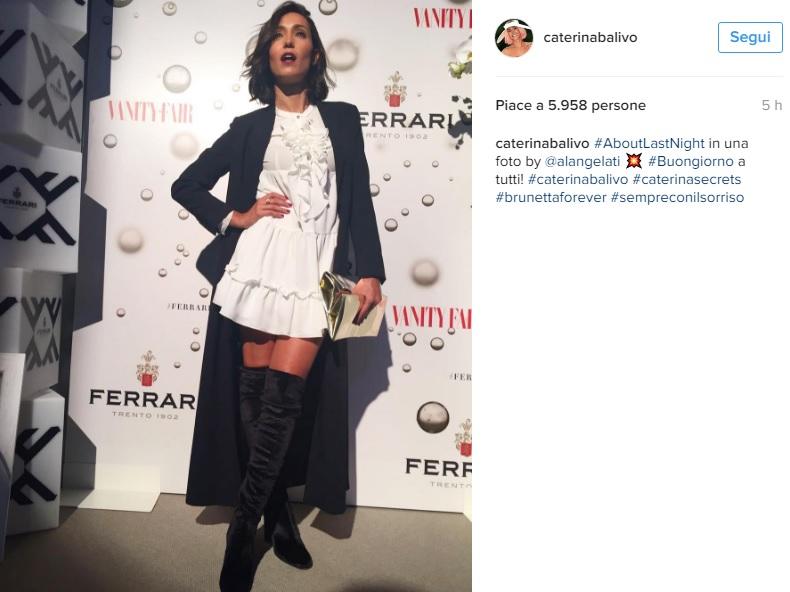 Caterina Balivo: mini abito bianco e cuissardes FOTO