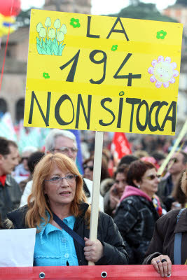 Aborto in Italia: la legge c'è, obiettori e difficoltà anche...