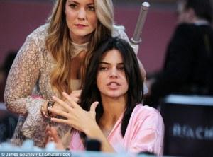 Kendall Jenner senza trucco per Victoria's Secret 7
