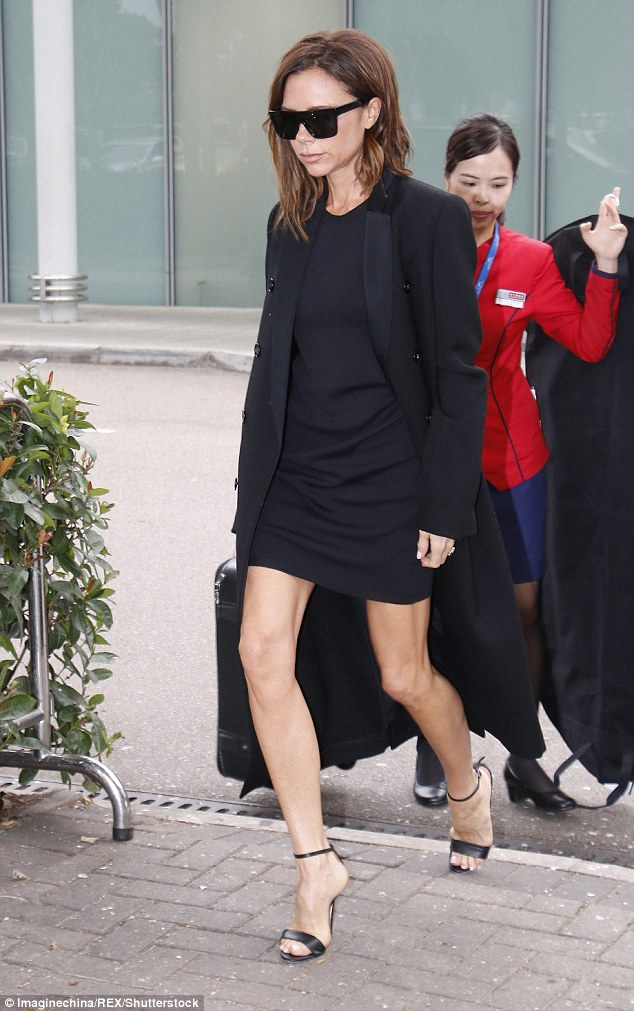 Victoria Beckham in total black: chic ma... troppo magra6