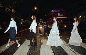 Stella McCartney omaggia i Beatles: sfilata ad Abbey Road