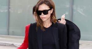 Victoria Beckham in total black: chic ma... troppo magra FOTO
