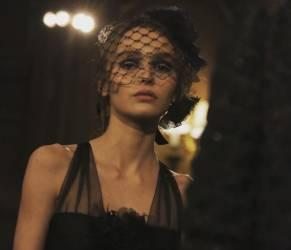 Lily Rose Depp diva in Chanel: total black FOTO