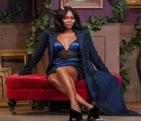 Naomi Campbell in sottoveste: gambe al top a 46 anni FOTO