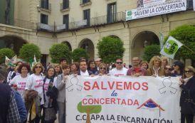 Los colegios CARMELITAS (APA La Encarnación) y PAULAS (Ntra Sra de los Dolores) participaron ayer en Alicante en la manifestación  a favor de la libertad de elección de centro.