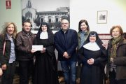 El colegio A.P.A. La Encarnación entrega un donativo al Asilo de Villena