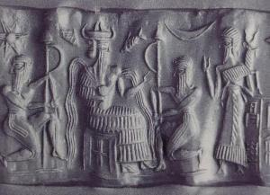 """Estampación de cilindro-sello acadio. Aparece Ea/Enki flanqueado por los remeros del """"Ibice del Apzû"""". A su derecha Usimud, su consejero, sosteniendo uno de los símbolos del dios, junto al ave y el pez."""