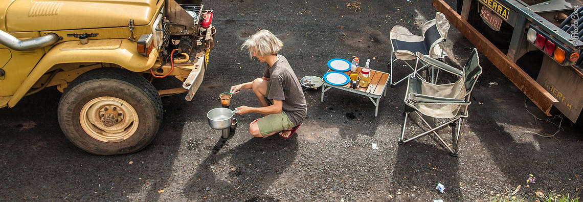 making coffee on the road [©photocoen]