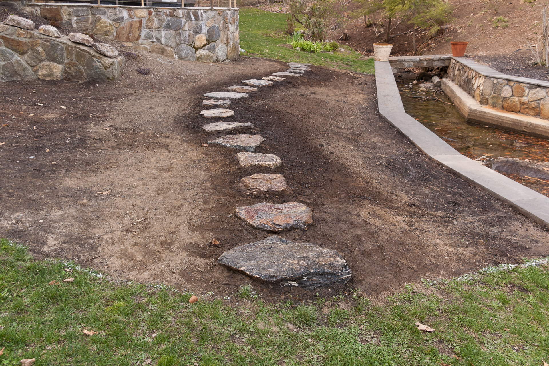 how to create a curved stepping stone path land designs
