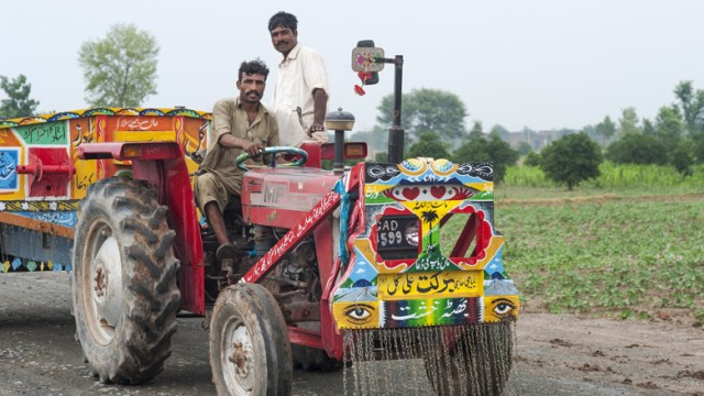 Farmers in Pakistan, who work with the Wasil Foundation, take their tractor out to fields for the day. © Ayesha Vellani