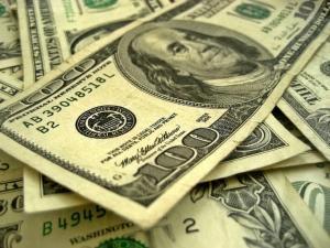 Hasta en 20.95 pesos se vende el dólar en el aeropuerto capitalino