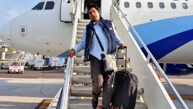 Luis Gerardo Méndez hace menos a #LadyWuuu en el aeropuerto