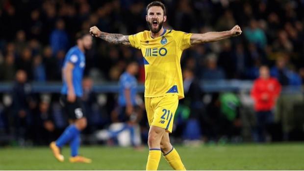 Layún podría volver a Italia con el Inter de Milán