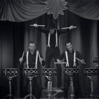 Schlagzeuger-Puppenspieler