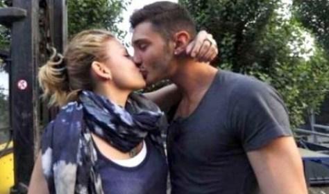 Bacio hot Emma Marrone e Stefano De Martino