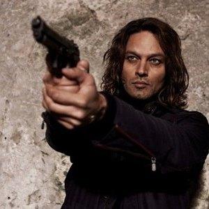 Gabriel Garko in una scena della fiction Canale 5 Viso d'angelo