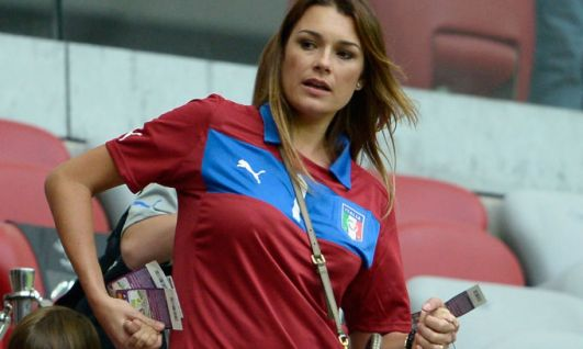 Per Italia-Spagna le wags tifano in tribuna. Seredova la più antipatica