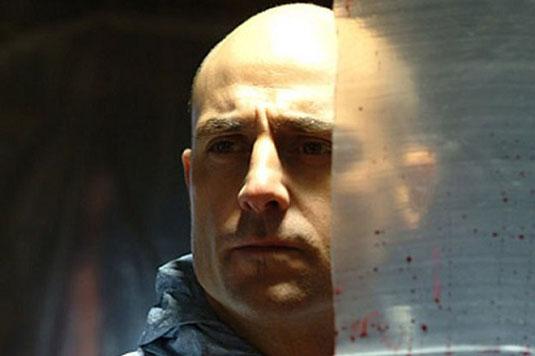 foto dell'attore mark strong