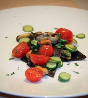 Lasagnetta nera con sugo di cozze