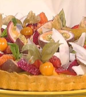 foto crostata al limone e frutta esotica