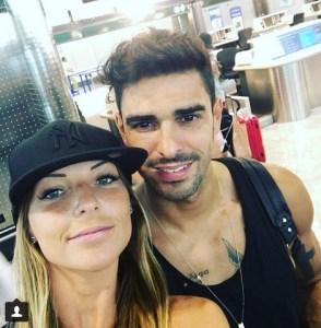 foto Tara e Cristian in aeroporto