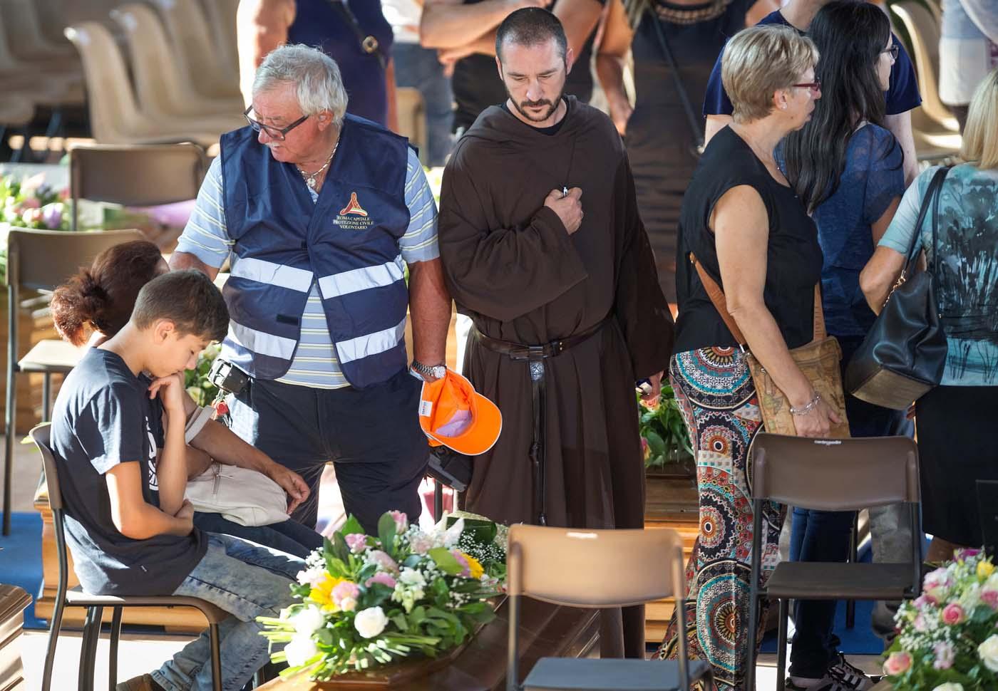 Con honores y luto nacional, Italia entierra a los muertos del sismo