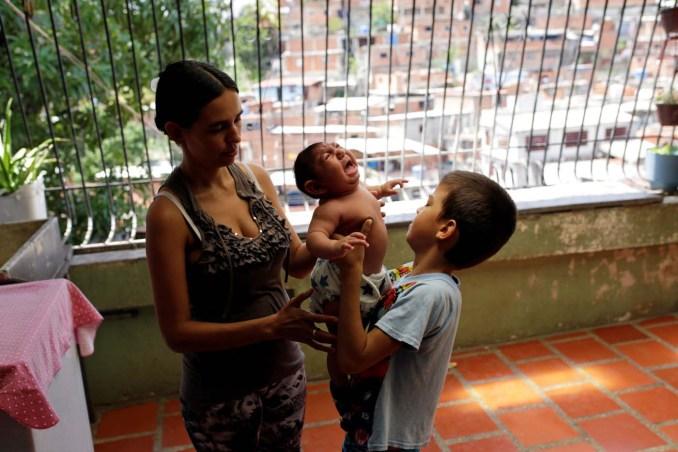 2016-10-17T145013Z_1_LYNXMPEC9G0WT_RTROPTP_4_HEALTH-ZIKA-VENEZUELA