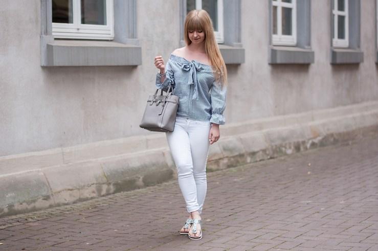 how-to-wear-birkenstock-glitzer-off-shoulder-blouse-bow-blogger-outfit-inspo-instagram-trend-3