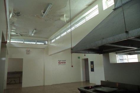 El techo de la cocina fue arreglado hace 8 meses y se está desconchando. Manuel Alegría