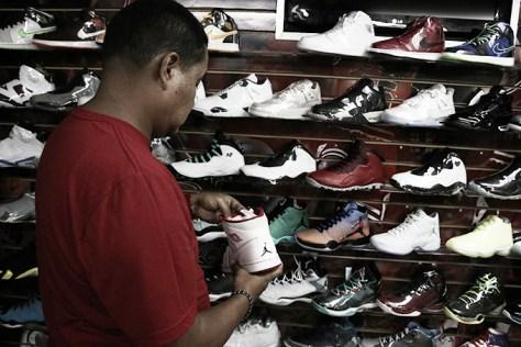 La edición especial Jordan Revolution Retro es una de las más vendidas. Es un botín rojo con blanco, un modelo que usó Michael Jordan y esta edición conmemora 10 años desde que salió por primera vez