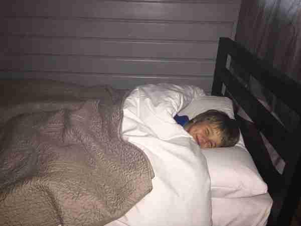 Jollydays Tim in bed
