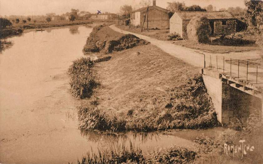 La-Ronde-10735-Sevre-Niortaise-Bazoin-carte-postale-2