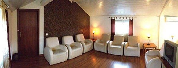 Sala de estar dourada