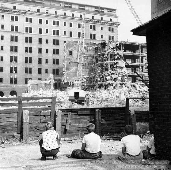 boys-watching-construction