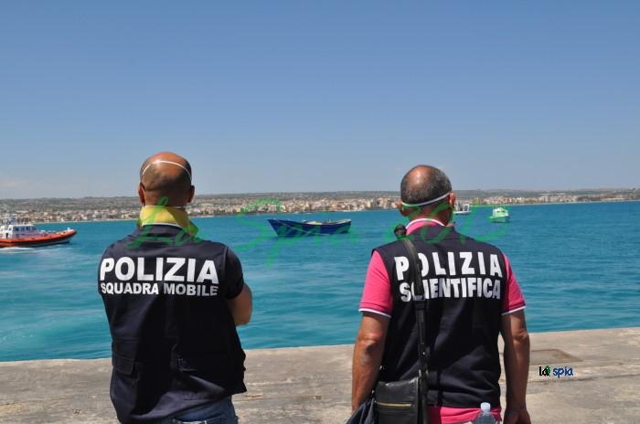 Migranti: sbarco a Pozzallo, 4 fermi