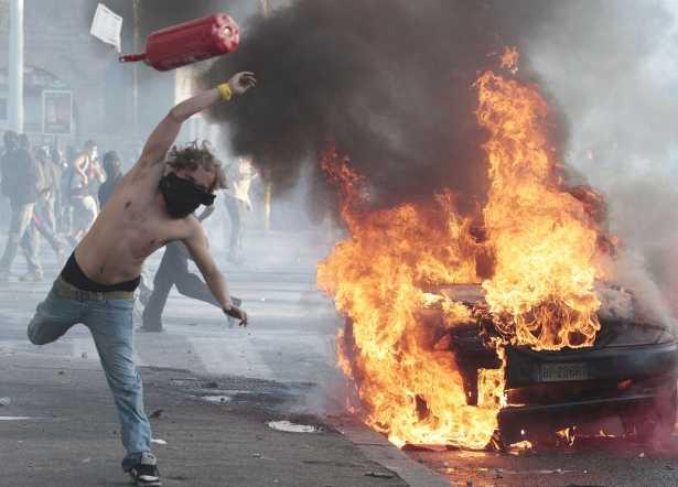 roma-scontri-indignati-37651876353332232