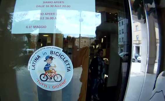 latina-in-bicicletta-76872643111